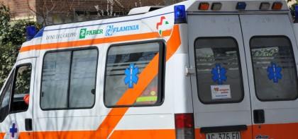 Pesaro, operaio cade dal tetto e muore