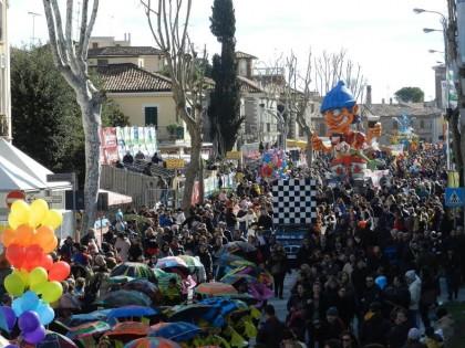 Carnevale, ordinanza del sindaco: vietato l'uso di ombrelli e bombolette spray