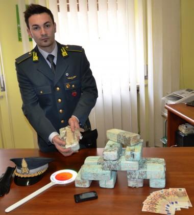 'In vacanza' con 5 kg di eroina in auto, arrestato da Gdf