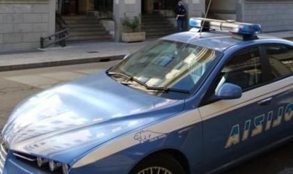 Polizia scopre un 'deposito' di bici rubate: tre fermi. Denunciato anche un minorenne