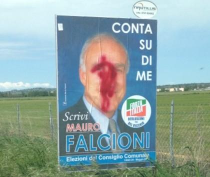 Imbrattati i manifesti elettorali di Mauro Falcioni