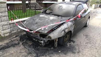 Auto in fiamme in via Papa Giovanni XXIII a Fano