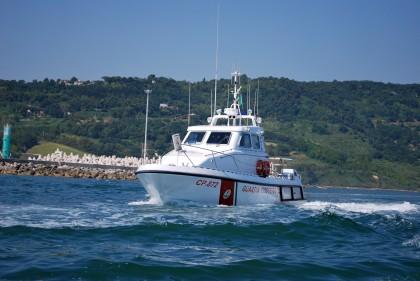 Paura in mare a Senigallia. Il vento rovescia due barche a vela con dieci ragazzini a bordo