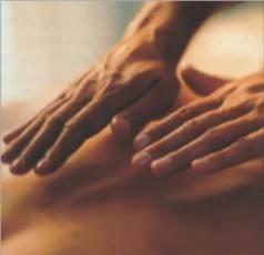 Imponeva le mani ai malati di tumore e Sla. Denunciata sedicente pranoterapeuta