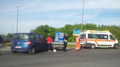 Scooter contro auto all'entrata della superstrada Fano sud