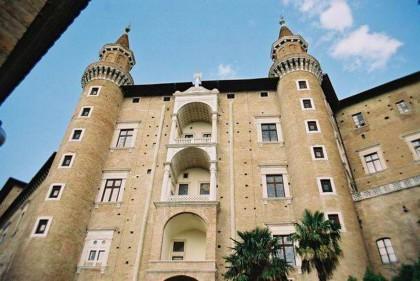 """Doveri costituzionali e libertà fondamentali, Urbino """"insegna"""" la cittadinanza attiva."""