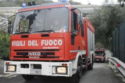 Raffiche di vento fino a 100 km/h: decine gli interventi dei vigili del fuoco
