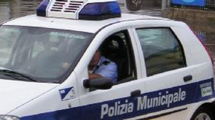 Fano, due incidenti stradali in mattinata. Ferito lievemente un 32enne albanese