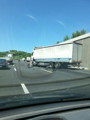 Incidente in A14 fra due autoarticolati. Grave un 37enne