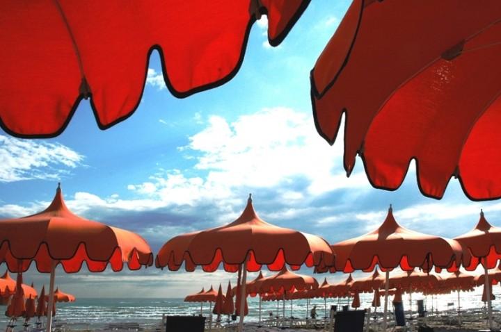 Malore In Spiaggia Muore Anziana Nel Pesarese Occhio