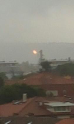Fulmine colpisce e incendia un cavo dell'alta tensione a Fano