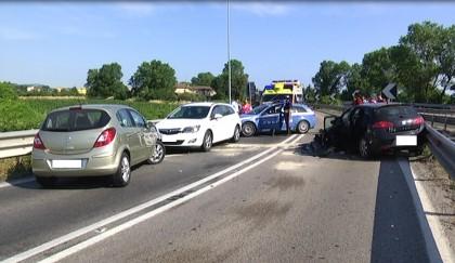 Frontale all'ingresso dell'A14, quattro feriti