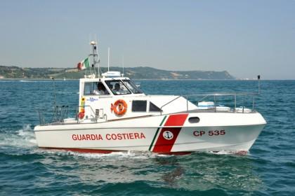 Peschereccio pesca fuori confine, multato dopo un inseguimento in mare