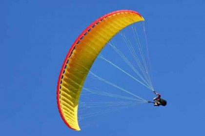 Non si apre il paracadute, scatta il piano di emergenza al campo di aviazione a Fano