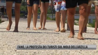 Fano, le lamentele dei turisti sul Molo dell'Arzilla – VIDEO
