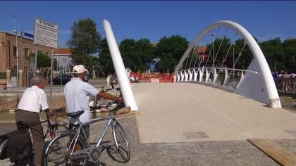 """Aperto a pedoni e ciclisti il ponte """"Mosè"""" sul porto canale – VIDEO"""