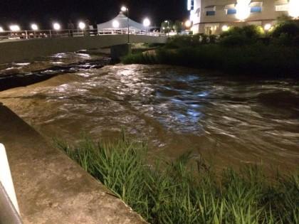 Via Fanella, esonda il torrente Arzilla. Allagamenti e frane in molte frazioni della città. (Video Esclusivi – GUARDA)