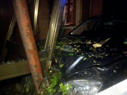 Auto piomba su una casa di anziani in viale Ruggeri a Fano