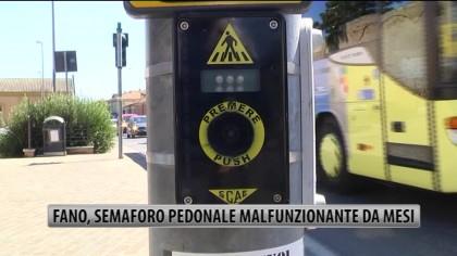 Fano, semaforo pedonale mal funzionante da mesi – VIDEO