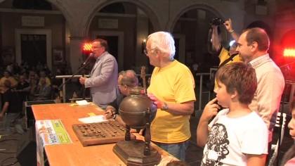 A 16 anni vince più di mille euro alla Tombola di san Paterniano – VIDEO