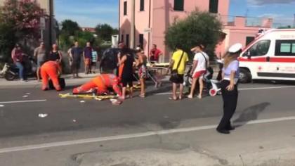Scooter si schianta contro un'auto in viale Piceno a Fano. Feriti due giovani – VIDEO