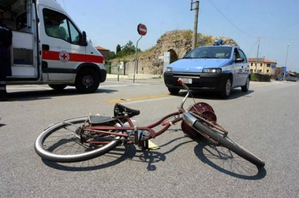 Fano, incidente in Viale Piceno.Ferito un ciclista