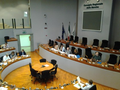Fondi Marche: 42 consiglieri regionali indagati