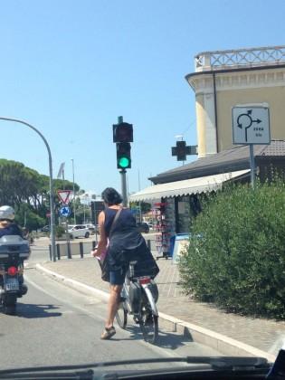 Il semaforo pedonale è tornato a funzionare