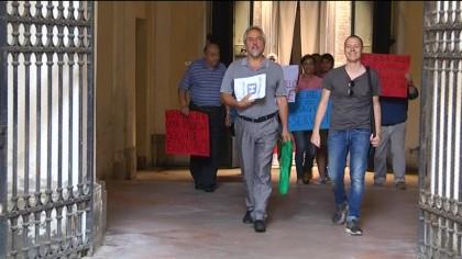 Fano, Santa Croce, consegnate al Sindaco le 4000 firme raccolte – VIDEO
