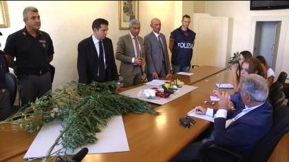 Droga: dieci arresti. Operazioni della polizia a Pesaro e Fano, sequestro 600 gr stupefacenti – VIDEO