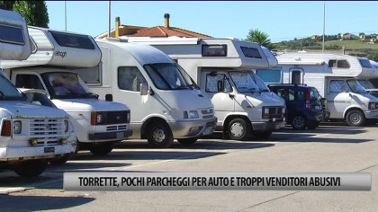 Torrette, pochi parcheggi per auto e troppi venditori abusivi – VIDEO