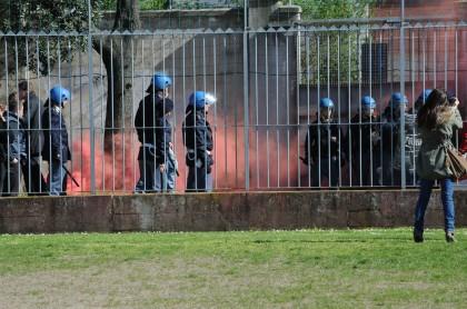 Calcio: incidenti Fano-Vis Pesaro, 12 Daspo. Minorenne restò ferito e un funzionario Ps centrato da bottiglia