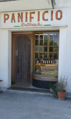 """Ladri affamati rubano cibo e contanti al Panificio """"Bellocchi"""" di Rosciano di Fano – VIDEO"""