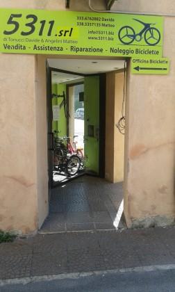 Furto lampo in un negozio di biciclette a Fano. Valore del bottino 8mila euro