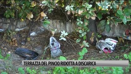Terrazza del Pincio ridotta a discarica – VIDEO