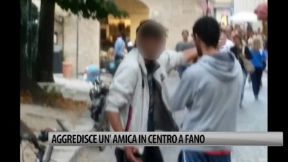 Aggredisce un'amica in centro a Fano – VIDEO