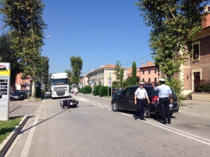 Incidente tra auto e scooter in Viale Gramsci. Ferito il centauro – VIDEO