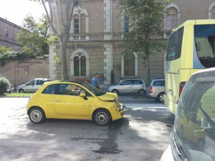 Tamponamento in Viale Gramsci: ferito il conducente dell'automobile