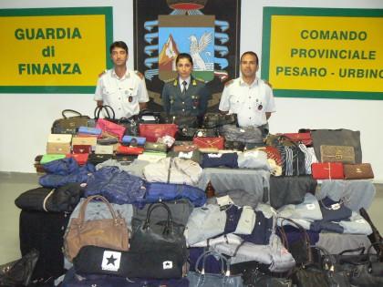 Merce contraffatta: sequestrati 186 capi alla Fiera di San Nicola