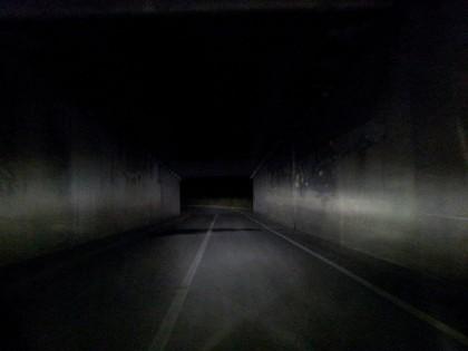 Sottopassaggio di Rosciano di Fano privo di luce. 24 sono i fari installati, ma mai accesi