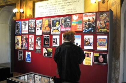 """Inaugurata la mostra """"Cinema & Musica"""" nel Foyer del Teatro della Fortuna"""