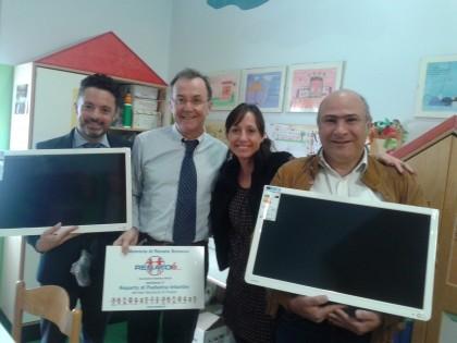 """Associazione """"Renatoè"""": donati due televisori alla Pediatria del San Salvatore"""