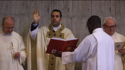 Don Davide Droghini ha presieduto per la prima volta la Santa Messa a Fano – VIDEO