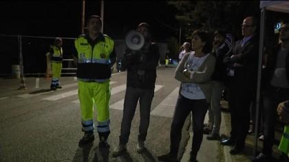 Dopo 31 ore il sindaco Rossi scende dalla gru. Il Tar deciderà il 23 ottobre – VIDEO