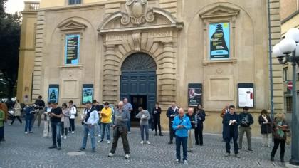 Sentinelle in Piedi, prima veglia a Pesaro: nel mirino l'iniziativa della Provincia sull'ideologia gender nelle scuole