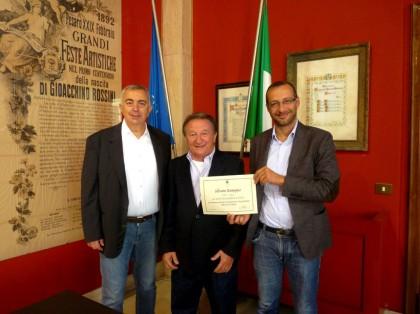 """A Silvano """"Pedro"""" Romagna, la gratitudine della città di Pesaro per i 50 anni di attività"""