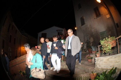 Fiaccolata nella notte per il sindaco Rossi. Solidarietà arriva anche dal Consigliere Mirco Carloni