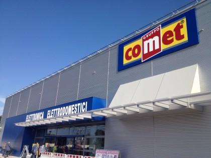 """Preso d'assalto il nuovo negozio""""Comet"""" a Fano. L'azienda ha dato lavoro a 20 persone"""