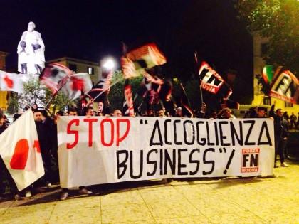 Profughi arrivati a Pesaro: contestazione di Forza Nuova all'Hotel che li ospita