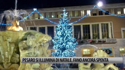 Pesaro s'illumina di Natale, Fano ancora spenta – VIDEO